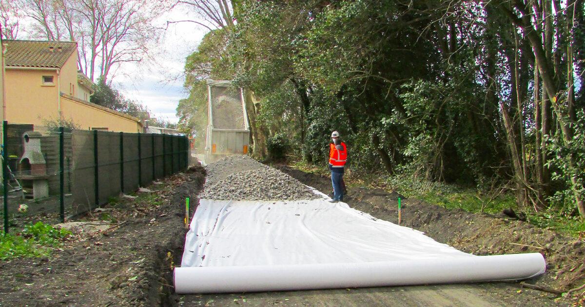 Réaliseation de la sous-couche routière de la voie verte du Pays de Lunel, avant la pose des enrobés prévue en mai